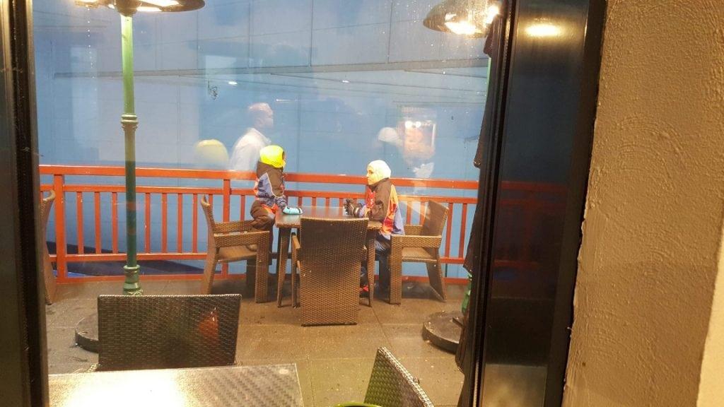 سكي دبي - ريم ولينا في جلسة عصف ذهني عائلية اثناء انتظاري لأطلب الشوكولاه