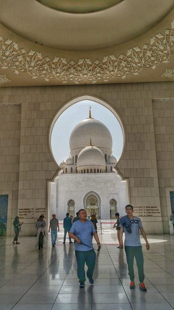 جامع الشيخ زايد - زوار من شتى أنحاء المعمورة