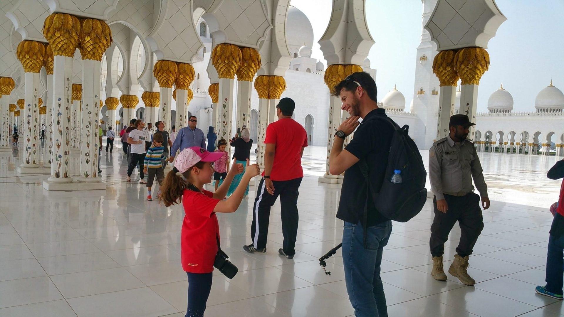 جامع الشيخ زايد - لا أدري عما كان الحديث، ولكن المهم أن لينه سعيدة ?