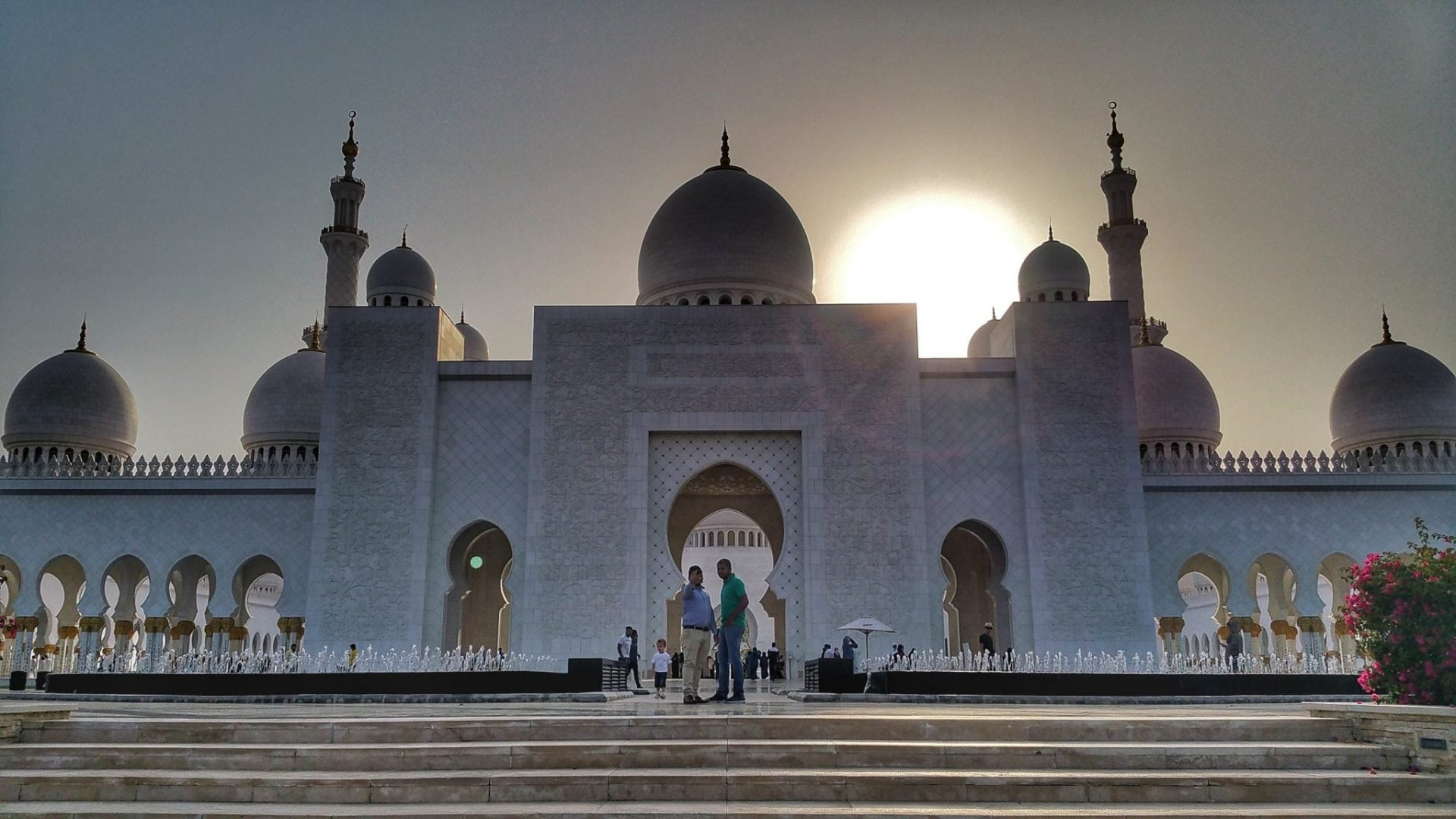 جامع الشيخ زايد - عندما ترون صورا رائعة كهذه، اعلموا أني لست من صورها وانما زوجتي ريم