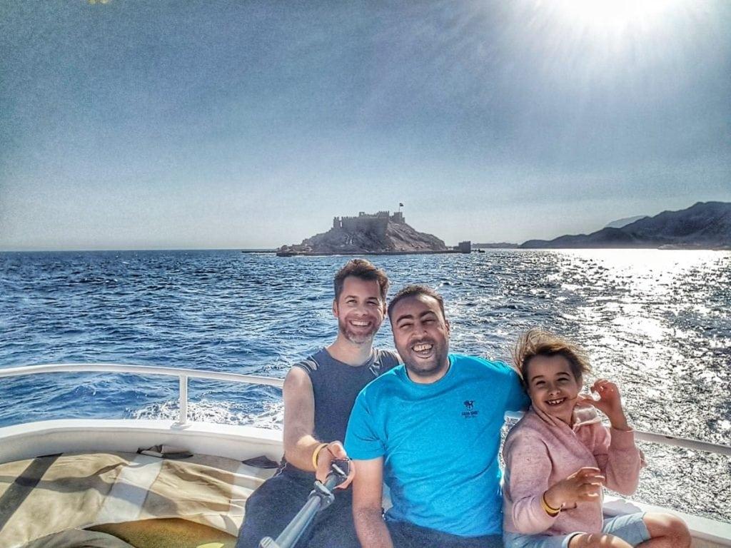 سلفي مع محمود، مرشدنا الرائع خلال الرحلة