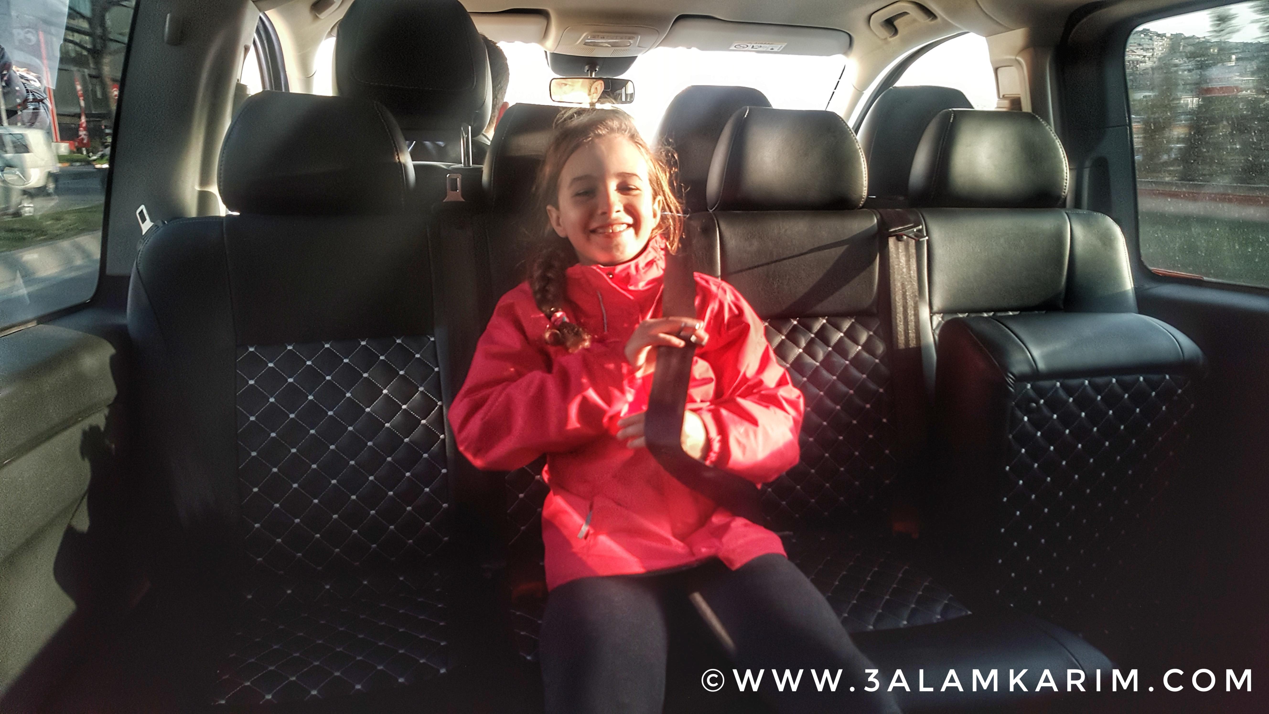 لينه مسرورة جدا من مقاعد سيارة UberXL