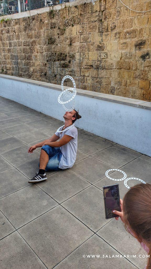 أحد فناني الشارع المبدعين لشبونه - حارة الفاما - رحلة إالى البرتغال