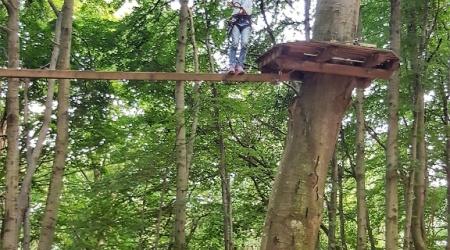 رحلة الى شمال ايطاليا - لينه تستمتع في التسلق بين الأشجار
