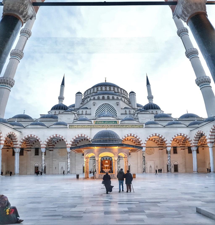 استئجار سيارة في اسطنبول - مسجد تشامليتشا